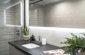 Décoration d'intérieur, une salle de bain signée par l'institution niçoise La Maison Marmorini - Blog Mister Riviera, Nice Côte d'Azur - Photo Oliver Arlet, Agence David & Marcel 2020