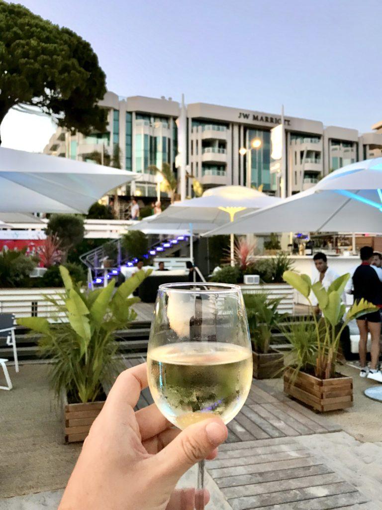 L'apéro sous le soleil de Cannes, les spots sélectionnés par le blog Mister Riviera - Palais Stéphanie Beach de l'Hôtel JW Marriott Cannes