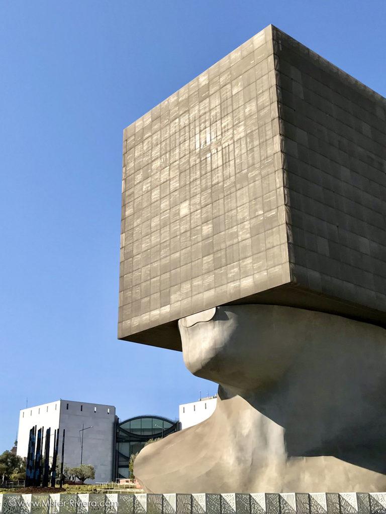 Côte d'Azur insolite : découvrez 6 lieux originaux sélectionnés par le blog Mister Riviera - La tête carrée de Sacha Sosno à Nice